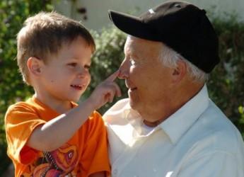 abuelos-y-nietos-una-relacion-que-enriquece-a-ambos_oqrh0