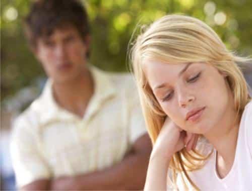actitudes-excesivamente-femeninas-que-molestan-a-los-hombres