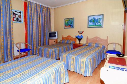 alojamientos-economicos-en-madrid-el-hostal-plaza-dort_60wl4