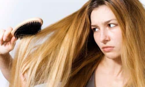 aprende-a-tratar-un-cabello-graso_j0g1f