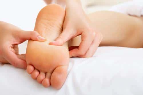 como-aliviar-el-dolor-de-oido-y-el-dolor-de-pies-con-remedios-naturales_uo4j0