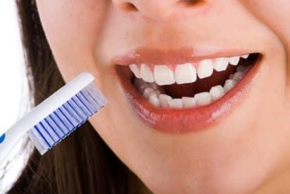 como-cuidar-los-dientes-sensibles_uw40l