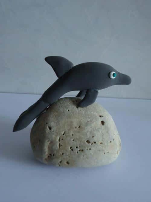 como-hacer-un-simpatico-delfin-pisapapeles_r7263