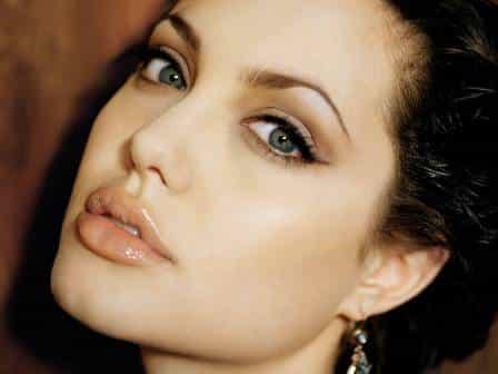 como-obtener-unos-labios-como-los-de-angelina-jolie_ponjg