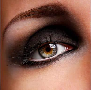 Cómo obtener unos ojos ahumados, paso a paso