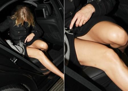 C mo salir de un carro con gracia sin mostrar la ropa for Chicas sin ropa interior