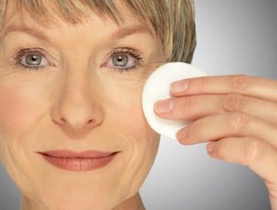consejos-de-maquillaje-para-mujeres-mayores-de-40-50-y-mas-alla_scjda