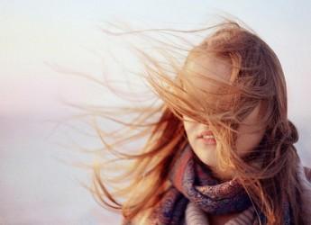consejos-para-proteger-tu-cabello-de-los-danos-del-sol_6y8j4