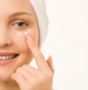 crema-de-ojos-funciones-danos-y-los-mejores-productos_in7d3