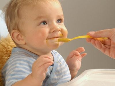 cuando-el-bebe-empieza-a-comer-menos_0b156