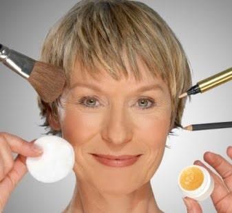 cuatro-maneras-de-cambiar-el-estilo-de-maquillaje-mientrasenvejecemos_m5e24
