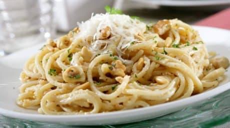 espaguettis-con-frutos-secos_hli3t