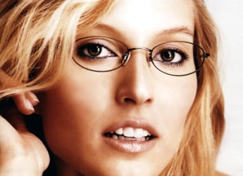 estilo-de-maquillaje-para-mujeres-que-usan-gafas_jr28y
