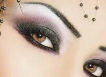 evitar-que-el-maquillaje-de-los-ojos-se-corra_2wbuh