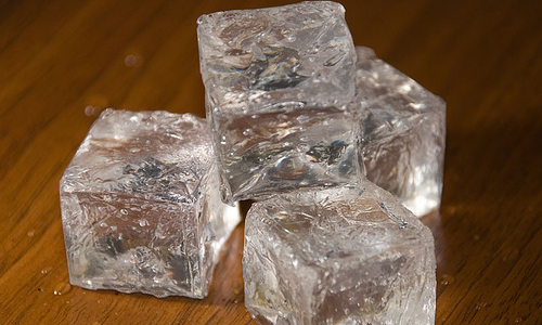 Formas de utilizar cubos de hielo en tu cara