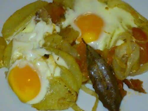 huevos-con-patatas-al-horno_fqod0