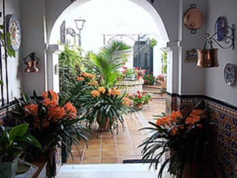 la-belleza-del-estilo-andaluz-en-la-decoracion_kjbl7