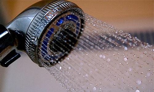 los-beneficios-de-banarse-con-agua-fria_ocln5