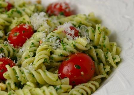 manten-la-linea-sin-renunciar-a-tus-platos-favoritos-hoy-macarrones-integrales-con-tomates-cherry-y-anchoas_qv3yx