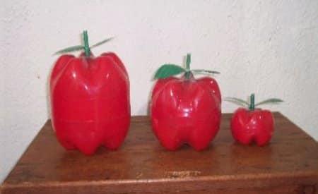 manzana-de-plastico-con-botellas_xmbi9