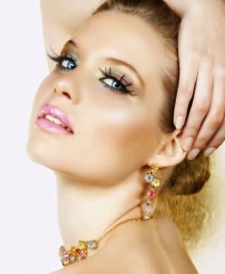 maquillaje-de-fiesta-para-brillar-esta-navidad_6n8c3