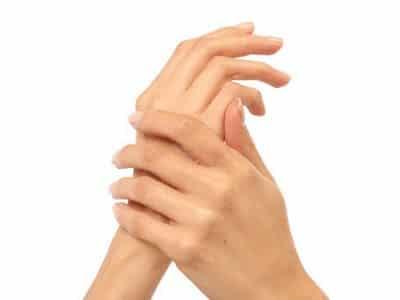 La crema, que blanquea la piel, para las axilas