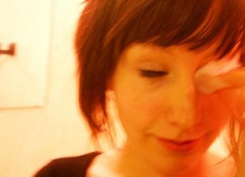 pasos-para-quitarse-el-maquillaje-de-forma-rapida_rzn0w