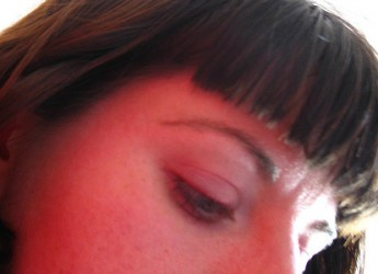 peinados-que-puedes-utilizar-cuando-el-flequillo-esta-creciendo_f0n94
