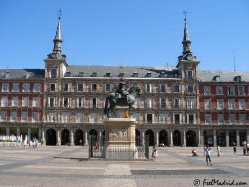 recorriendo-madrid-la-plaza-mayor_2fa3q