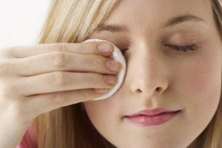 Razones por las que debes asegurarte de limpiarte el maquillaje
