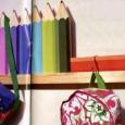 un-alegre-perchero-con-la-forma-de-lapices-de-colores_pt14s