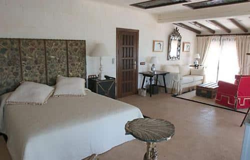 un-alojamiento-en-la-puerta-de-donana-hotel-la-malvasia-del-rocio_ojgkl