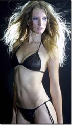un-bikini-que-se-deshace-en-el-agua_cft6p