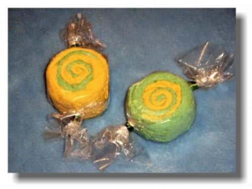 un-caramelo-gigante-hecho-de-fimo_vix7z