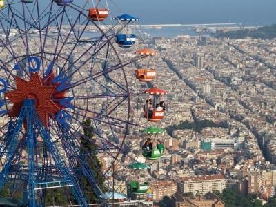 un-dia-de-diversion-en-la-montana-magica-de-barcelona_j594b
