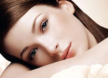 un-maquillaje-natural-te-hace-lucir-mejor-aprende-como-lograrlo_e9c2q