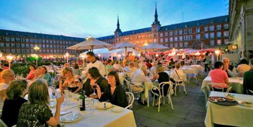 un-restaurante-prestigioso-y-con-solera-para-comer-en-madrid-los-galayos_al0zc