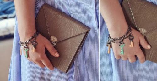 una-bonita-pulsera-hecha-con-llaves_va5ul