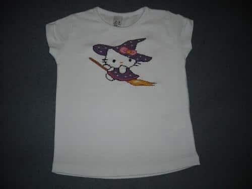 una-camiseta-diferente-con-punto-de-cruz_wkrsm