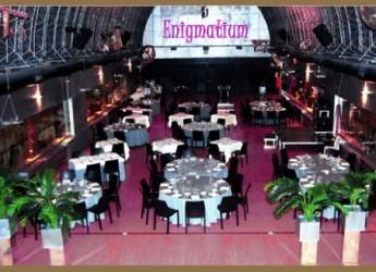 una-enigmatica-cena-en-un-misterioso-local-el-restaurante-enigmatium_b93mw