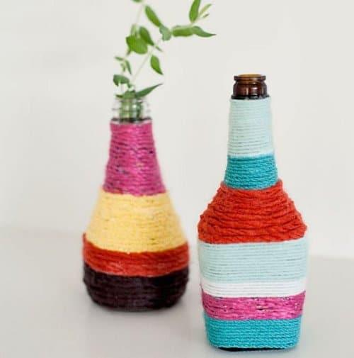 Unas vistosas botellas decoradas con cuerda for Cuerda de pita