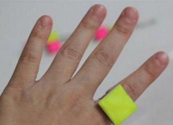 unos-llamativos-anillos-fluorescentes-para-el-verano_7tous