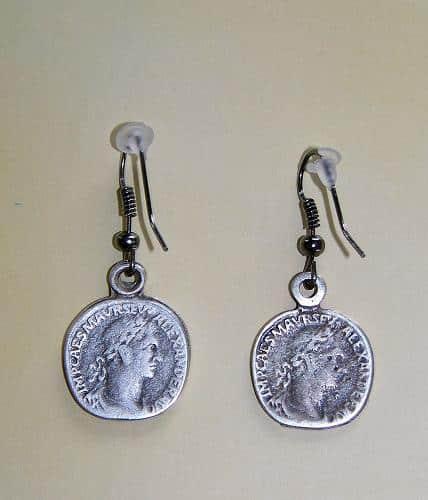 unos-originales-pendientes-hechos-con-unas-monedas_kvs8x