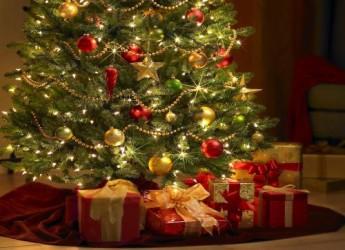varios-looks-distintos-para-decorar-tu-arbol-de-navidad_y8l56