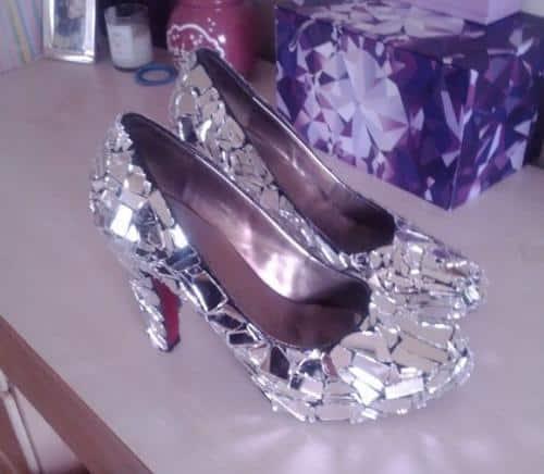 zapatos-decorados-con-trozos-de-vidrio_q4ahj